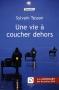 """Couverture du livre : """"Une vie à coucher dehors"""""""