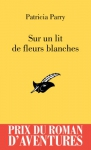 """Couverture du livre : """"Sur un lit de fleurs blanches"""""""